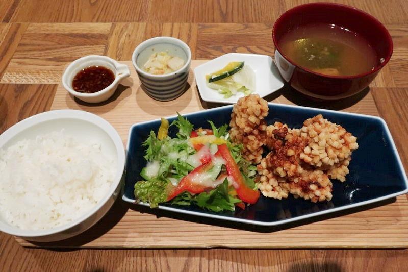 イナズマお米研究所の鶏のぽんぽん唐揚げ定食