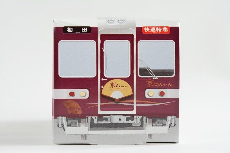 阪急電車 京とれいん八ッ橋のパッケージを正面から見た写真