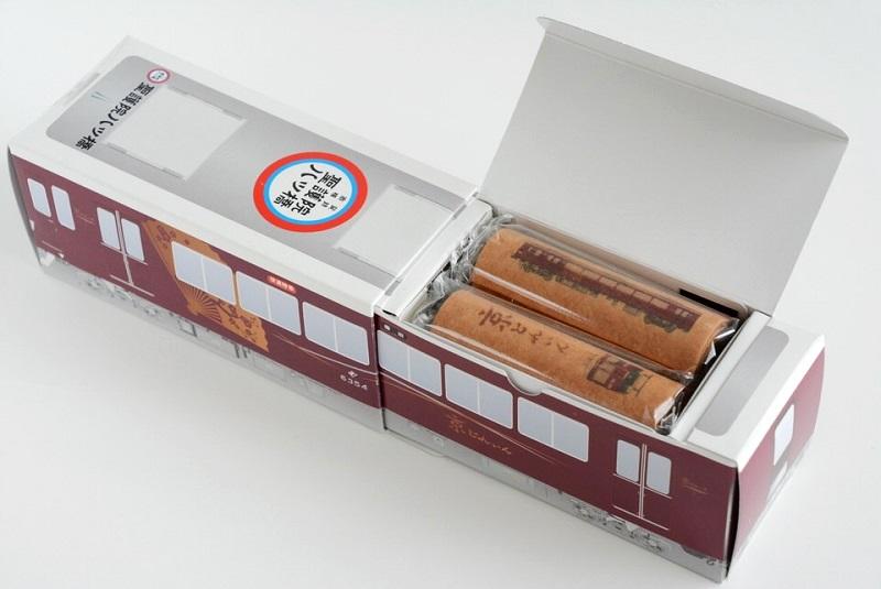 阪急電車 京とれいん八ッ橋の箱を開封した写真