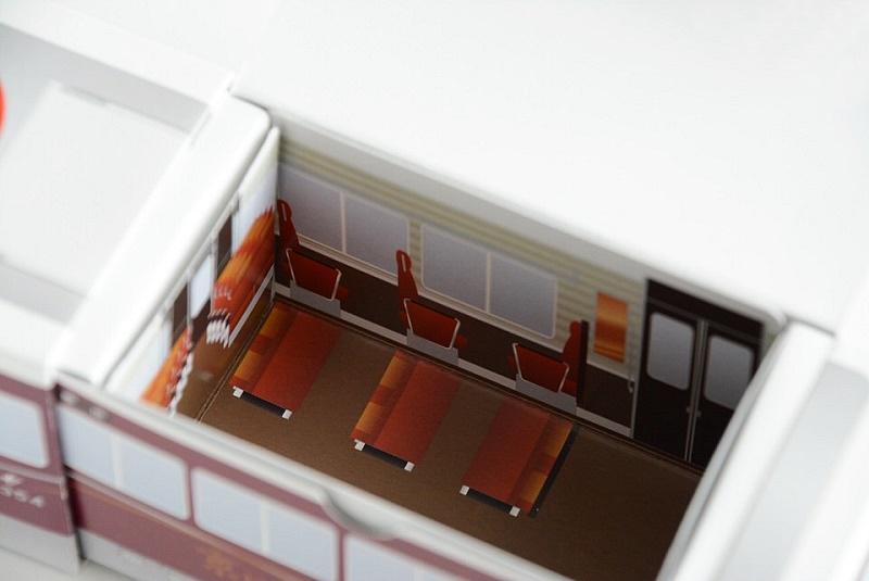 阪急電車 京とれいん八ッ橋の箱の内側
