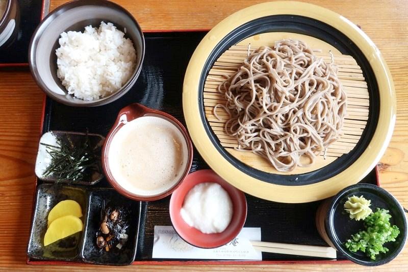 平家そば処交流庵の麦とろそばセット(1,100円)