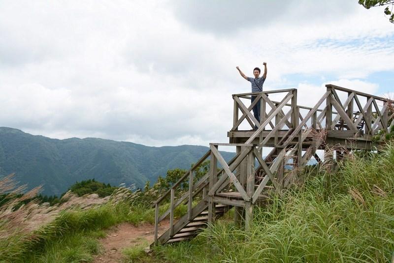 砥峰高原頂上の展望台