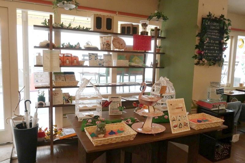 vergan cafe Thallo(ヴィーガンカフェタロ)の店内の雑貨コーナー
