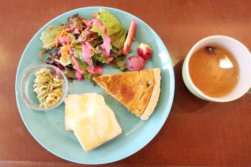 vergan cafe Thallo(ヴィーガンカフェタロ)のキッシュプレート