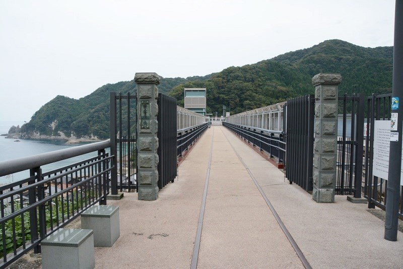 「余部鉄橋 空の駅」のゲート