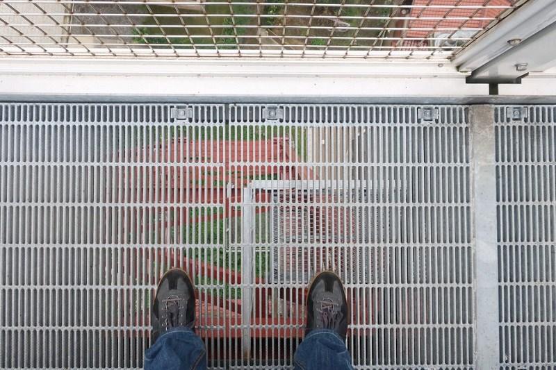 「余部鉄橋 空の駅」にあるのぞき窓