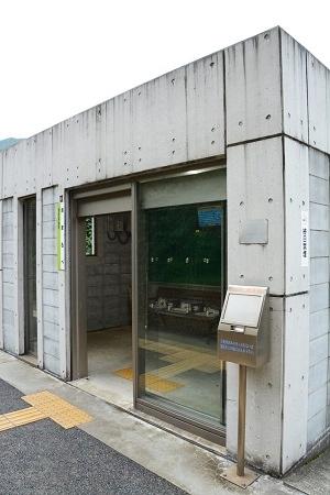 餘部駅の待合室