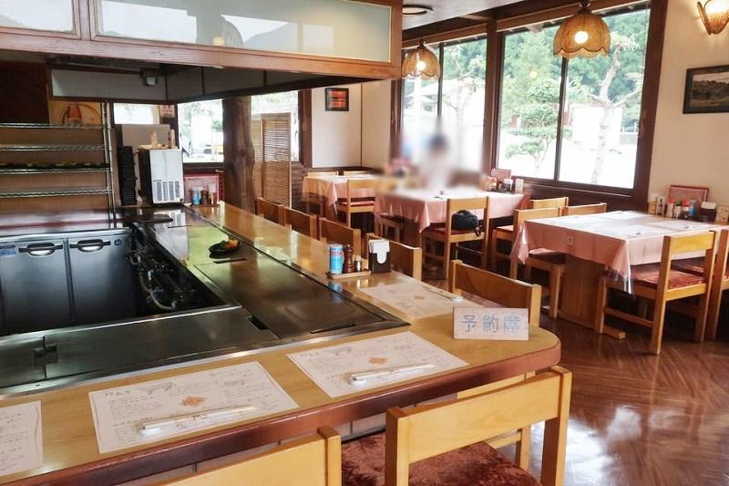 但馬ステーキレストラン楓のカウンター席とテーブル席