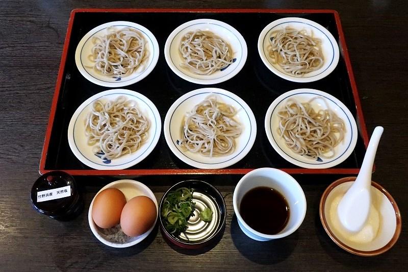 玄の皿そば(卵、ダシ、わさび、ネギ)