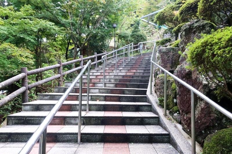 城崎温泉ロープウェイ乗り場に向う階段