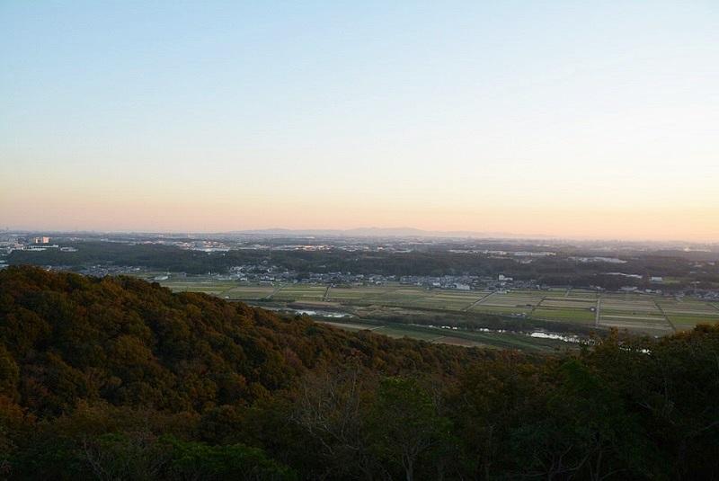 三木市の正法寺展望台から見える明石大橋方面