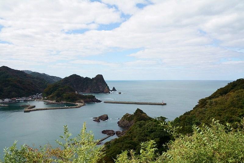 新温泉町城山園地から見える日本海の風景
