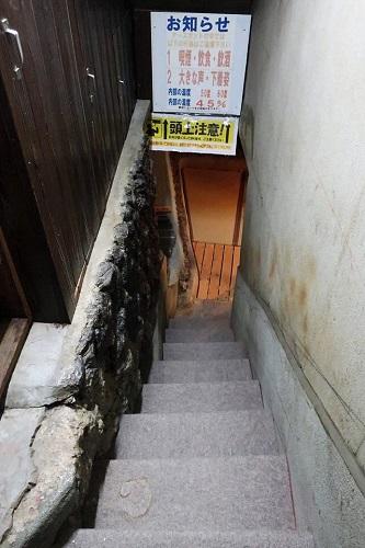 地熱洞・アースポットへつづく階段