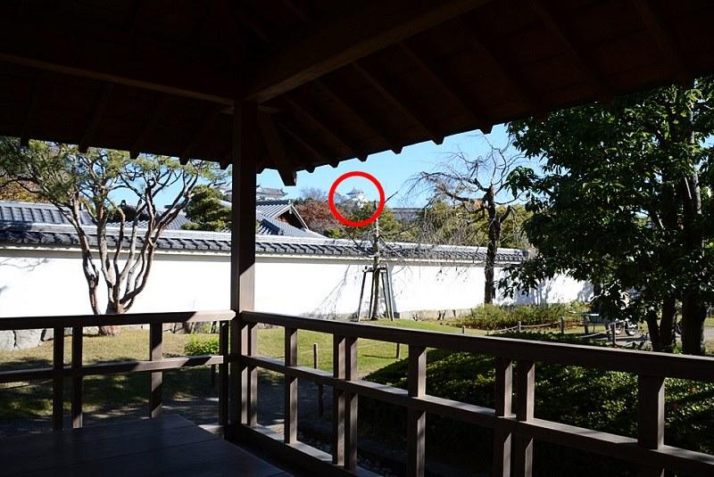 好古園・流れの平庭の四阿(あずまや)から見える姫路城