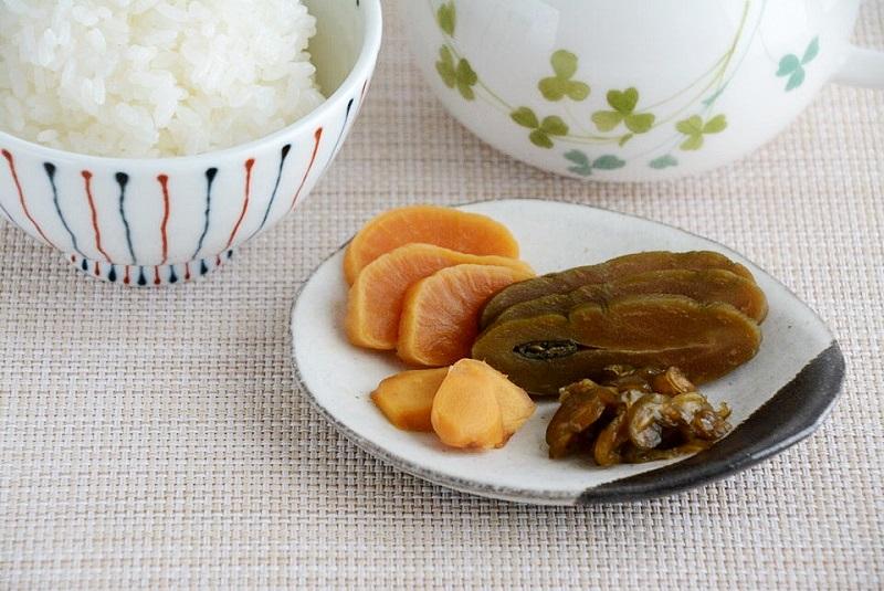 沢田漬物の鉄砲漬、田舎味噌漬、刻み胡瓜、生姜漬