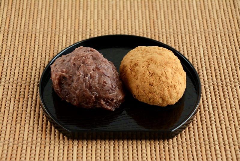 解凍したサザエ食品の十勝おはぎ(粒あん、きなこ)