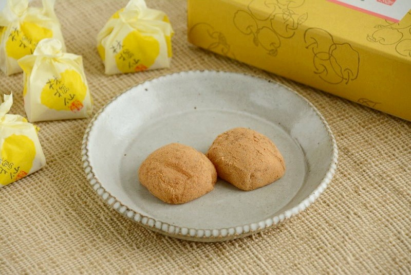 皿にのせた林檎仙と個包装
